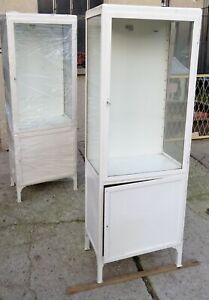 Alter ORIGINAL zweitüriger Arztschrank Metallvitrine Design Möbel 2 weiß