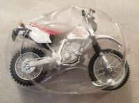 Maisto Red and White Honda XR 400R Model Motorcycle Scale 1:18 Model Motorbike