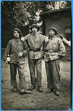 CPA-PHOTO: 3 soldats en tenue de travail