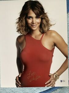 Halle Berry 11x14 Signed Photo BAS BECKETT AUTHENTICATED AUTOGRAPHED