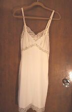 WOMEN'S VINTAGE SLIP WITH LOVELY LACE ACCENT SIZE: 34