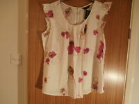 Dorothy Perkins Floral top size 18 BNWT