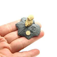Chinese Yixing Pure Clay Zisha Mini-Tea Pet Squirrel on The Leaf Tea Decoration