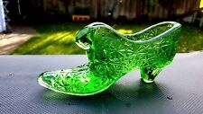 FENTON GREEN BUTTON AND BOWS GLASS SHOE WITH CAT FACE IN THE SHOE
