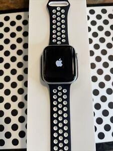 Apple Watch Series 4 (44mm) GPS (A1978) Silver Aluminum {Open-Box/ MiNT}97% MiNT