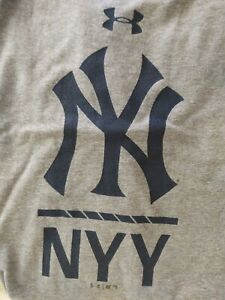 New York Yankees Under Armour Lock-Up Tri-Blend Perf. T-Shirt/Heathered - Large