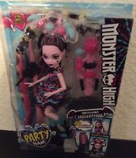 Monster High Girls Party Hair Draculaura Doll 30 Hair Play Accessories NEW