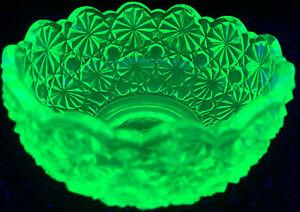 Green Vaseline glass daisy & button pattern bowl uraniumcandy dish glows yellow