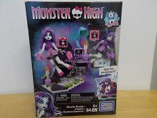 Monster High Mega Blocks 84pcs. Ghostly Gossip Column w/Spectra Vondergeist