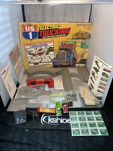 TYCO  US 1  ELECTRIC  TRUCKING  HIGHWAY  CONSTRUCTION  SET  # 3206 very good!
