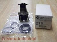 Allen Bradley 800T-D2D1 Pushbutton Switch 800TD2D1