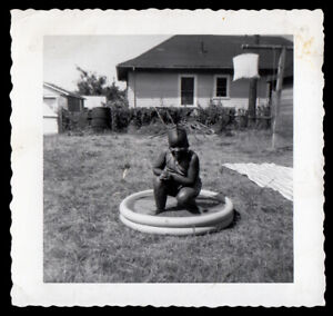 CHUNKY GLEEFUL BLACK GIRL ECSTATIC in TEENY-TINY YARD POOL ~ 1950s VINTAGE PHOTO