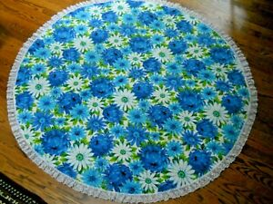 """Vintage 56"""" Round Blue Floral Daisy Tablecloth with Lace Border / RETRO"""
