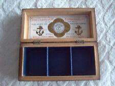 Caja de hilo de división de tres tartanware-Prince Charlie Tartán-Etiqueta de Clark & Co.