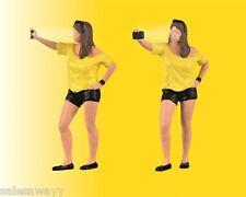 Viessmann 1551 Mujer Schießt Selfie, con Luz de Flash, H0