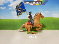 Britains ACW deetail Federal cavalry trooper with flag (lot 3252)