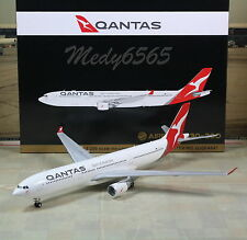 "Gemini Jets Qantas ""New Color"" Airbus A330-300 1/200"
