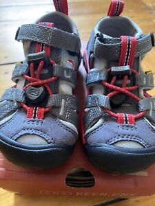 NIB Keen Seacamp II CNX Magnet Gray/Racing Red Toddler Little Kid Size 8