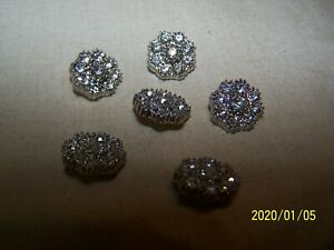 Boutons anciens. 1 bouton bijou avec strass sur métal argenté. Superbe ! N°211
