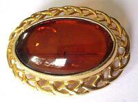broche ovale bijou vintage couleur or cabochon résine ambre translucide 620