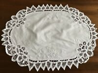 VINTAGE HAND EMBROIDERED Oval WHITE COTTON RIBBON LACE TABLE CENTRE CLOTH 19x13""