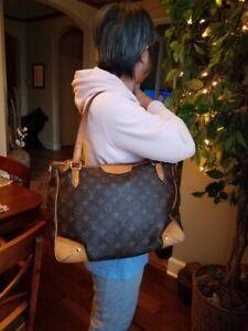 Authentic Louis Vuitton Estrela Monogram MM Shoulder Handbag
