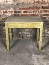 Table / petit bureau en sapin patiné vert clair 1970