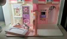 1996 VTG BARBIE FOLDING PRETTY HOUSE - #16961 SOME ACC.