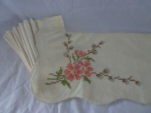 "TABLECLOTH 48"" X 48"" Vintage Hand Cross Stitch Floral & 13 NAPKINS"