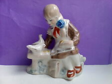 Soviet girl pioneer with pigeons Russian ukrainian porcelain figurine 8014c