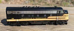 HO Scale Locomotive Louisville & Nashville diesel #816