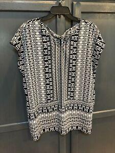 Chico's Blouse Size 2 Black White Patterned Short Sleeve Polyester Shirt V Neck