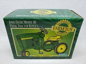 ERTL John Deere Model 10 Pedal Tractor National Farm Toy Museum 1/6 Scale
