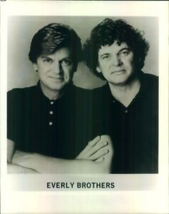 Photo: EVERLY BROTHERS 8x10 B&W