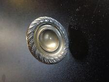 Ancien bouton , poignée  de  tiroir de  commmode en  laiton style  Restauration
