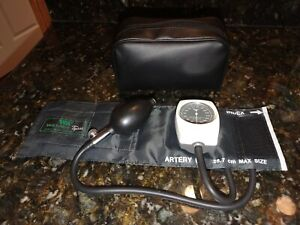 Child Tycos Welch Allyn Hand Held Manual Blood Pressure Sphygmomanometer w/Pouch