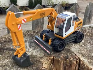 1/32 scale Revell easy kit 07702 Liebherr A900 wheeled excavator bagger