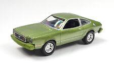 Ford Mustang II Año Fabricación 1977 Verde Escala 1:64 Von Motormax