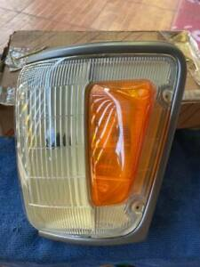 TOYOTA HILUX 4x4 4WD LN111 106 107 RN105 CORNER INDICATOR LIGHT Genuine NOS JP