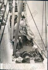 1941 Liner Siboney Crew Hauled 3 Ton White Mass Over the Ships Rail Press Photo