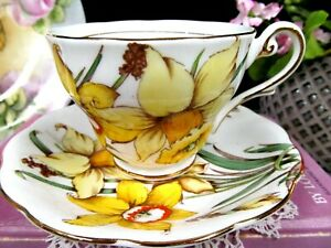 ROYAL STANDARD tea cup and saucer Golden Gleam painted teacup  England 1940s