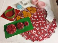 Christmas Cake Decorating Kit ~ Cookie Cutters ~ Cupcake Stand
