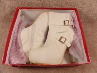 New With Defects Women Top Moda Ankle White Round Toe Heels & Straps Size 6 1/2