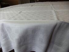 LOT de 2 nappes identiques, du même Damassé - 140 x 150/155