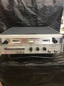 Hewlett Packard 8614A Signal Generator