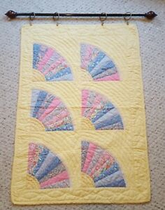 "VINTAGE HAND MADE 28"" W X 39"" L ""FAN"" TRADITIONAL QUILT WALL HANGING"