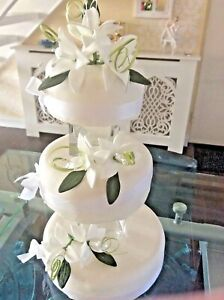 WEDDING CAKE SUGAR STAR  LILY SET OF 3 ,IN IVORY,          New