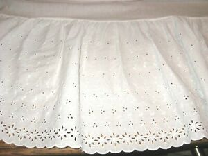 Vintage Look White Gathered Eyelet Lace Bedskirt - KING Size - Immaculate!