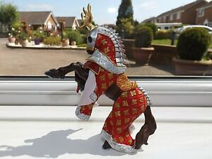 PAPO / SCHLEICH 39912 REARING RED STAG KNIGHTS HORSE 2005 Action Figure