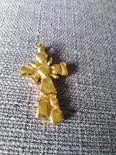 Pendentif croix Christian Lacroix en métal doré Vintage